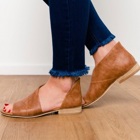 b1b20475e052 CODY side cute-out flats-Cognac